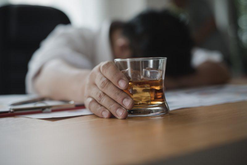 アルコール依存症とは